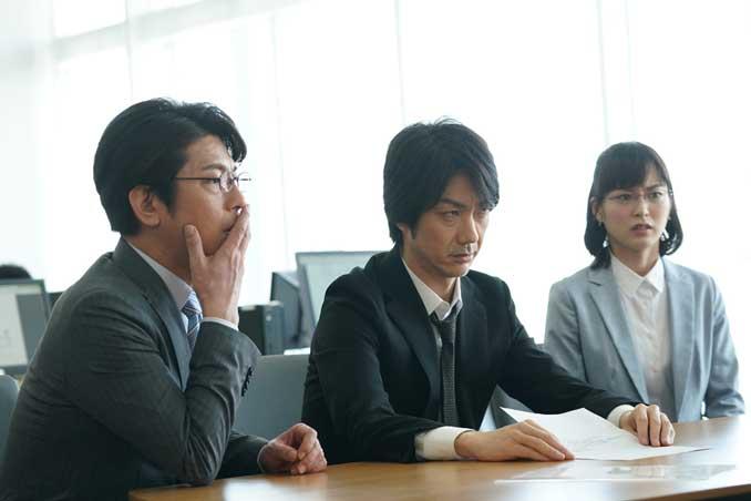 左から及川光博、野村萬斎、朝倉あき