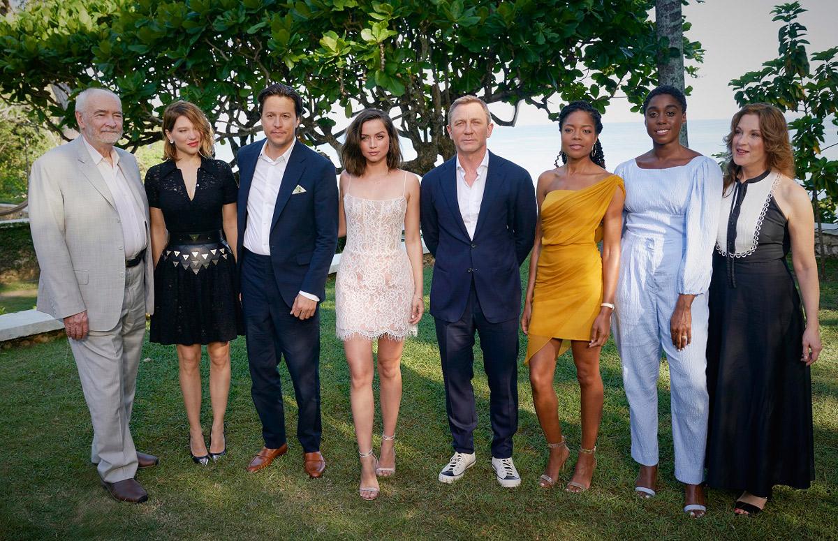左からマイケル、レア、キャリー、アナ、ダニエル、ナオミ、ラッシャーナ、バーバラ