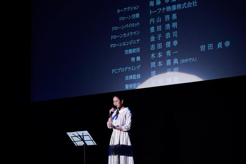 手嶌葵はエンドロールにあわせてテーマソング「こころをこめて」を生歌唱