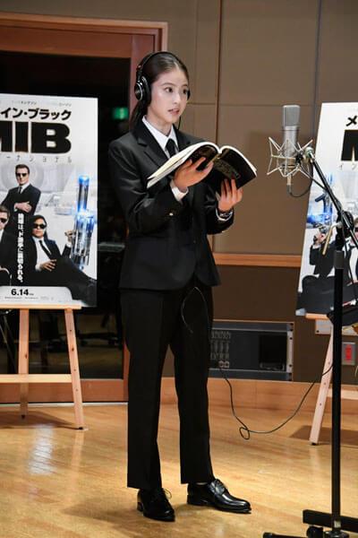 今田美桜、高級スーツ全身姿
