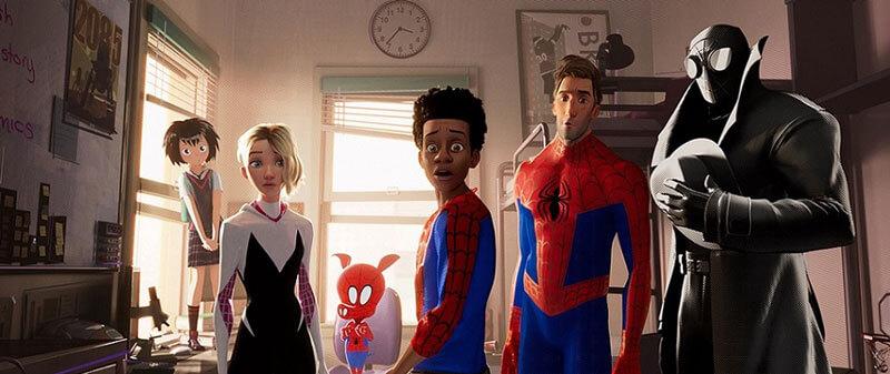 主人公マイルスと、スパイダーマンたち