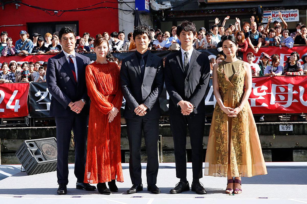 左から髙嶋政宏、本田翼、西島秀俊、佐々木蔵之介、深川麻衣