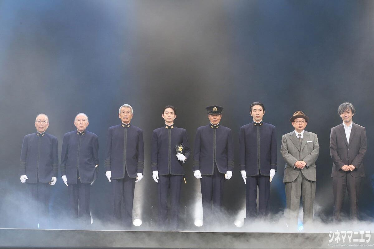左から軍服姿の小林克也、橋爪功、田中泯、菅田将暉、舘ひろし、柄本拓、笑福亭鶴瓶、山崎貴監督