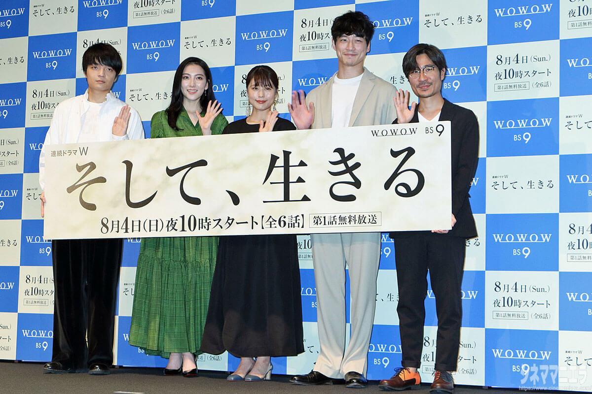 左から岡山天音、知英、有村架純、坂口健太郎、月川翔監督