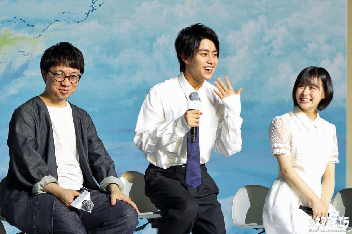 左から新海誠監督、醍醐虎汰朗、森七菜