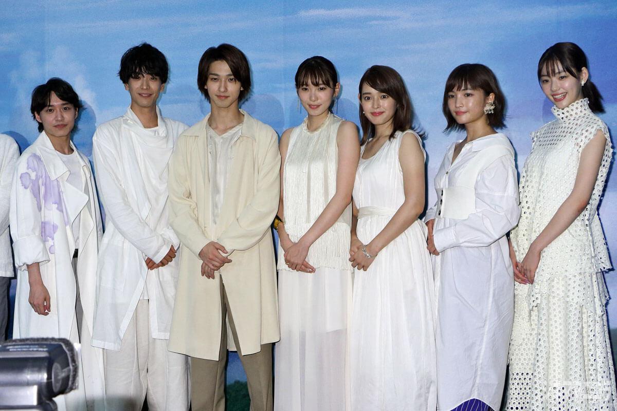 左から松岡広大、黒羽麻璃央、横浜流星、飯豊まりえ、矢作穂香、松本妃代、中村里帆