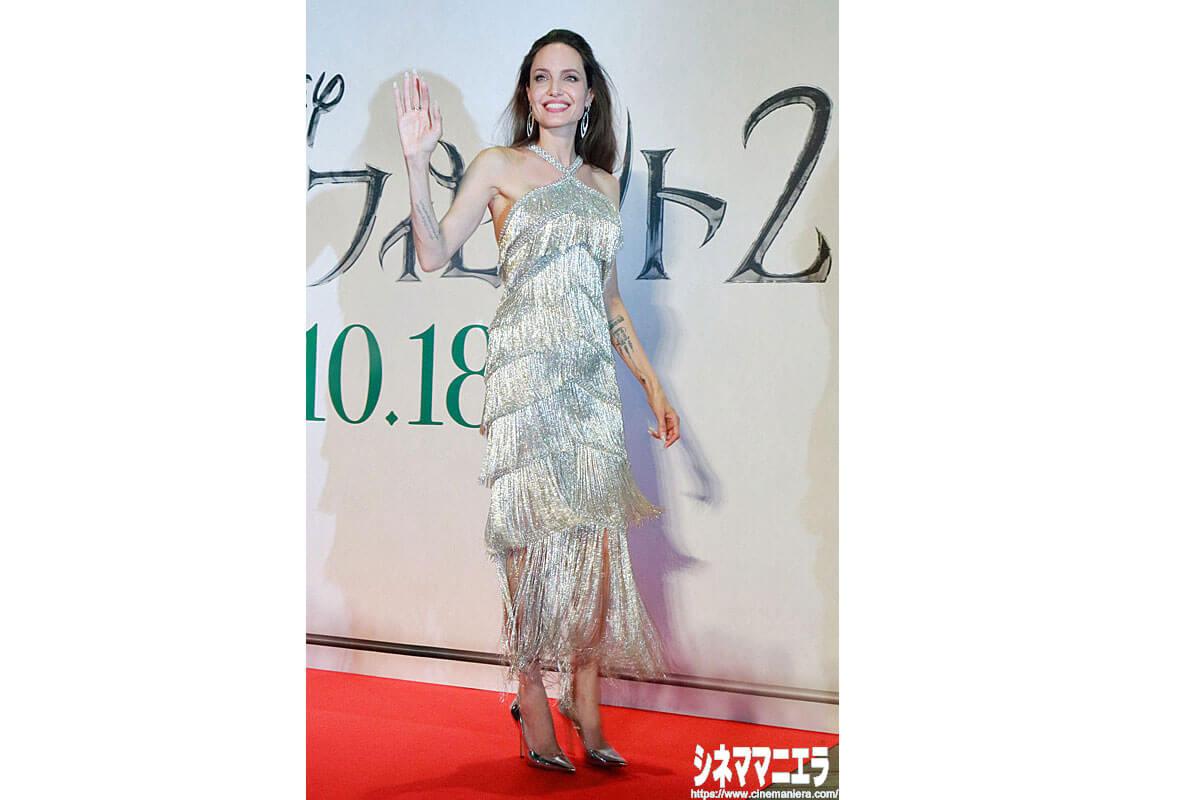 優雅な物腰のアンジェリーナ・ジョリー