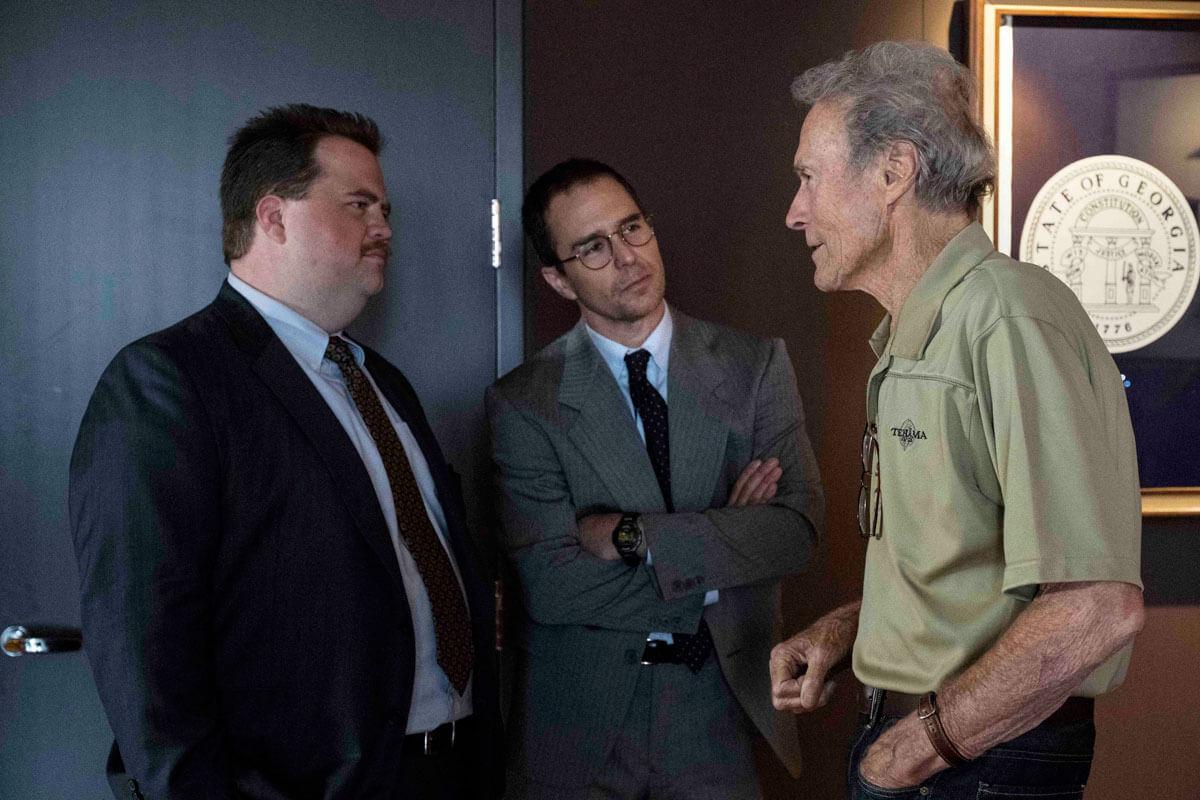 クリント・イーストウッド監督と、主人公リチャード・ジュエル役のポール・ウォルター・ハウザーと、弁護士ワトソンを演じるサム・ロックウェル