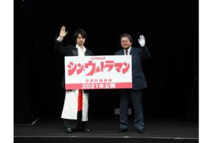 左から斎藤工、樋口真嗣監督、円谷プロの祭典「TSUBURAYA_CONVENTION 2019」にて