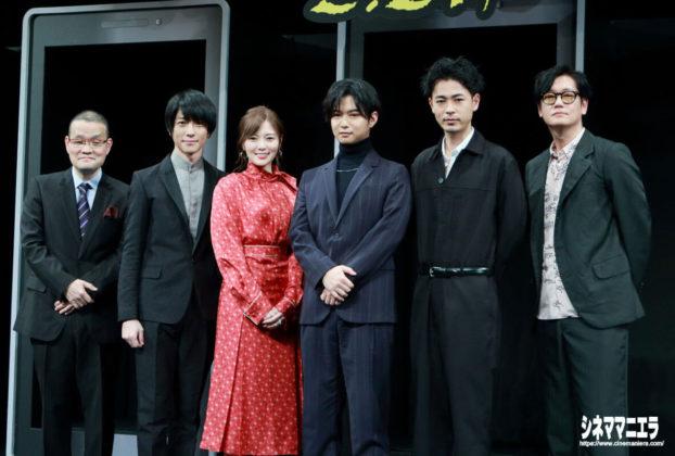 左から中田秀夫監督、鈴木拡樹、白石麻衣、千葉雄大、成田凌、井浦新