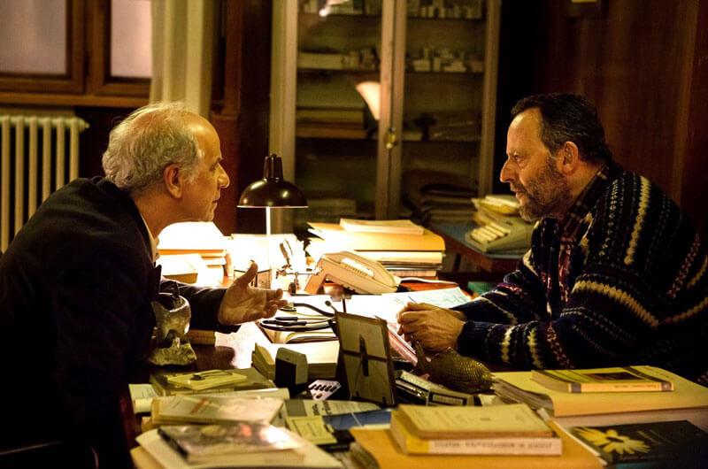 精神科医フローレス(ジャン・レノ)とヴォーゲル警部(トニ・セルヴィッロ)