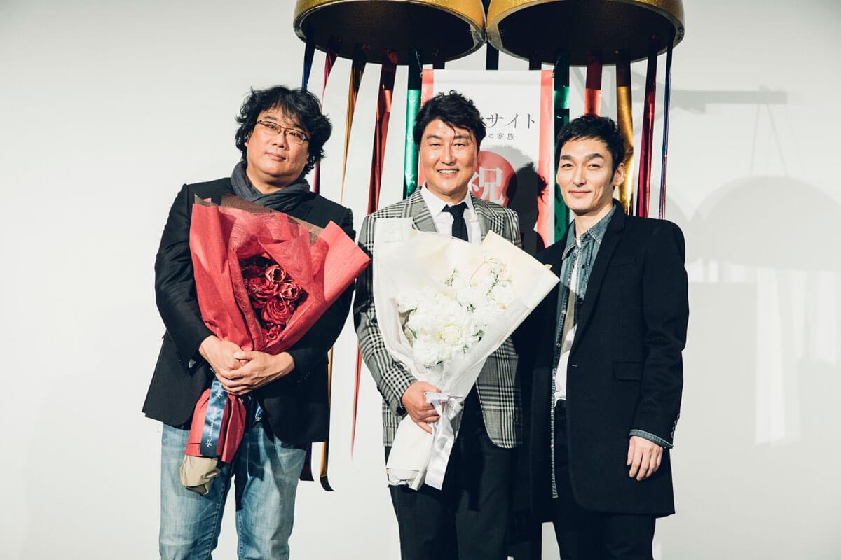 左からポン・ジュノ監督、ソン・ガンホ、草彅剛