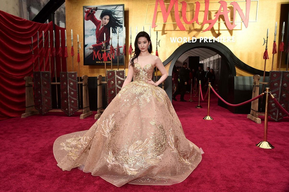 リウ・イーフェイ/劉 亦菲はELIE SAAB(エリー・サーブ)のドレスで登場