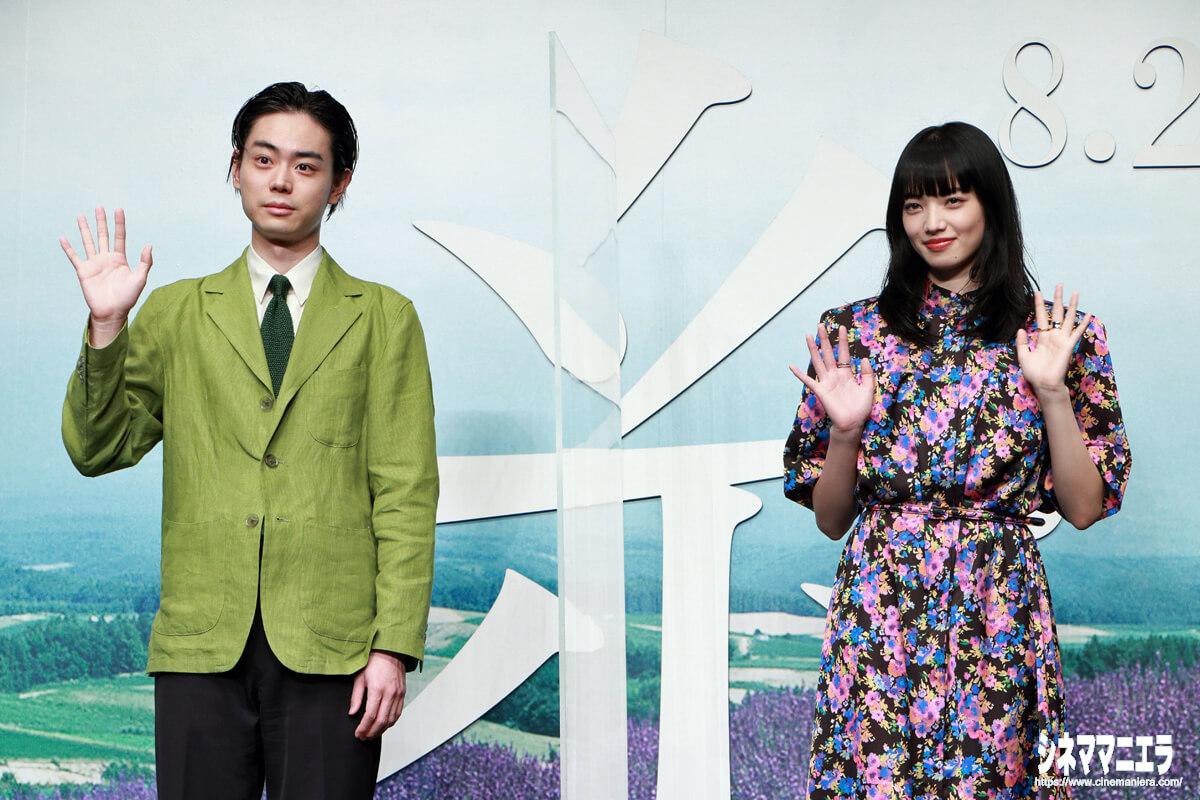 左から菅田将暉と小松菜奈