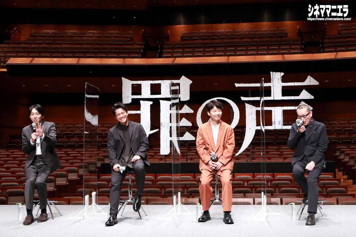 左から塩田武士(原作者)、小栗旬、星野源、土井裕泰監督