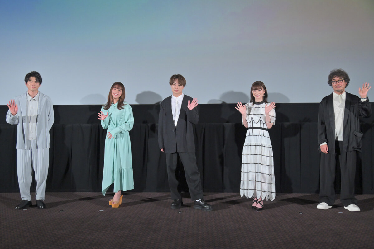 左から白洲迅、平祐奈、白濱亜嵐、優希美青、三木康一郎監督